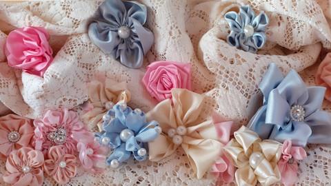 Flores artesanales de tela y cintas